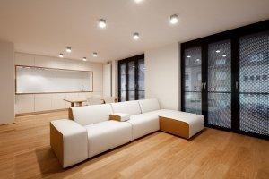 Белый матовый натяжной потолок в студию