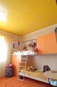 Желтый натяжной потолок в детскую комнату